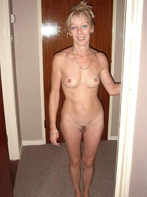 amateur mature milf stripped