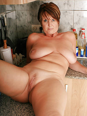 mature housewives posing nude