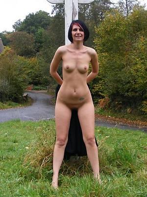 mature women closely-knit Bristols posing bare-ass