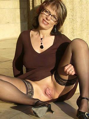 mature women in glasses posing nude