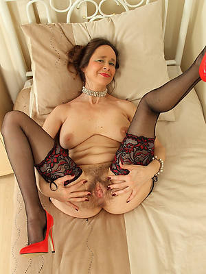 mature paws and trotters posing nude