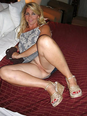 perfect mature legs nude photos