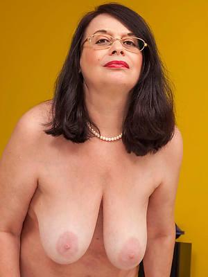 bonny mature flabby tits porn photos