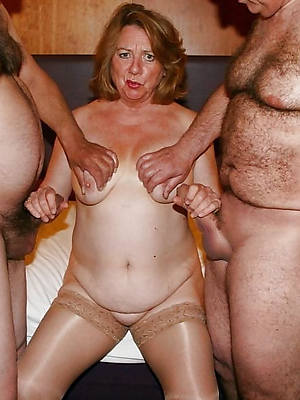 adult mom threesome stripped