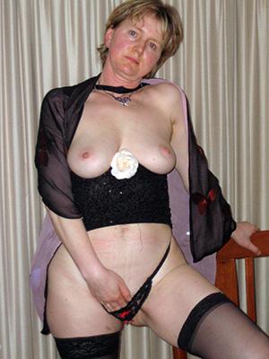 beautiful hot mature wives pics