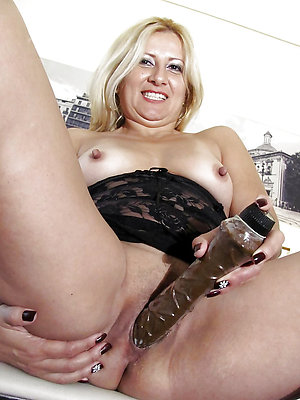 slutty mature latina nude pics