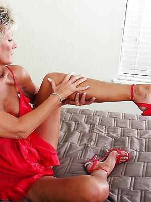hotties mature milf legs pics