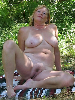 mature ladies legs posing nude
