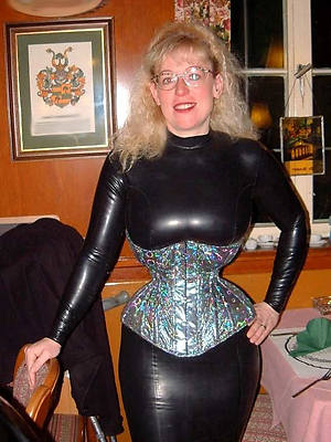 super-sexy mature latex mistress