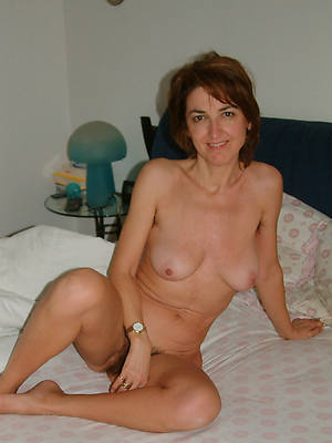beautiful sexy mature solo nude pictures