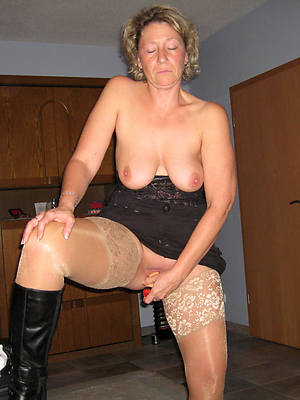 porn pics of mature women in stockings