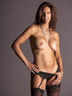 sure nude mature moms pics
