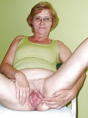 lovely mature pussy over 60 nud ephoto