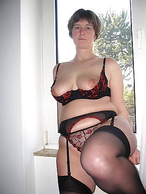 erotic mature wife posing nude