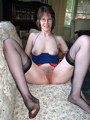 busty amatuer mature women in glasses homemade pics