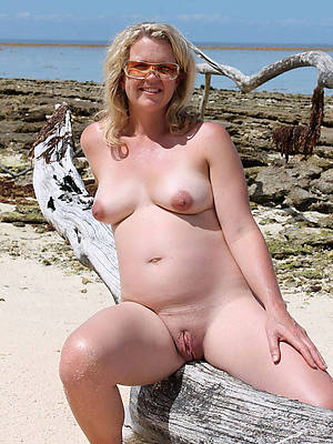real naked old women in glasses