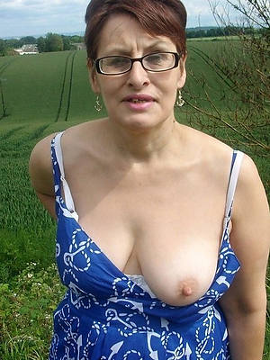 porn pics of nude women with glasses