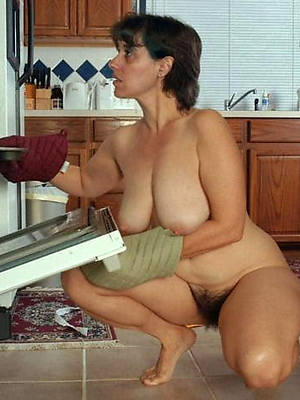 slutty mature house wife nude pictures