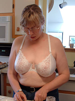 mature house wifes posing nude