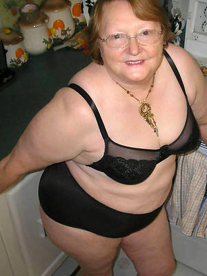 old hot women posing nude