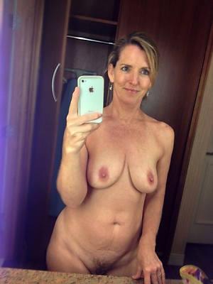 free mature mobile posing nude