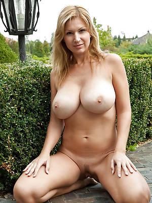 busty amatuer mature large boobs