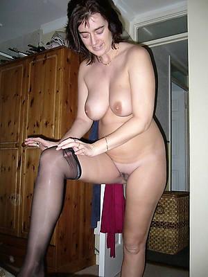 mature brunette mom naked porn pics