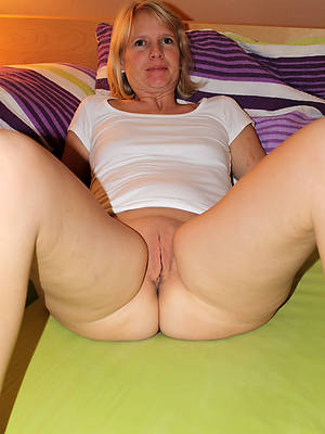 mature women shaved pussy lips
