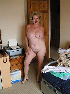 porn pics of amateur mature housewives
