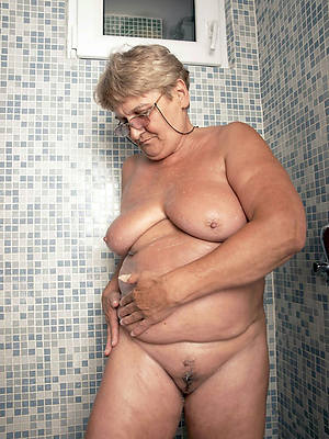 porn pics of nude mature in a difficulty shower