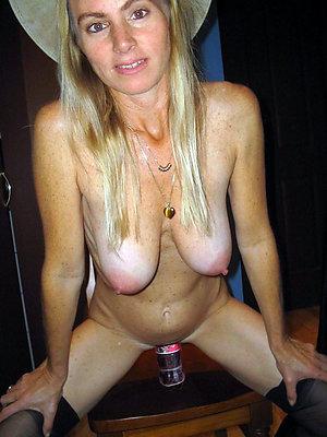 porn pics of mature milf masturbating