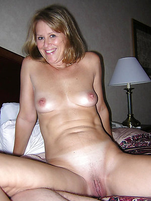 mature mom bare-ass stripped