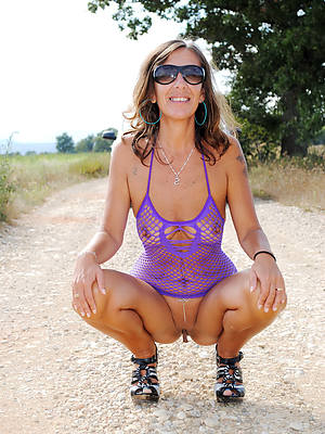 free mature outdoor perfect body