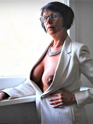 mature puffy nipples naked porn pics