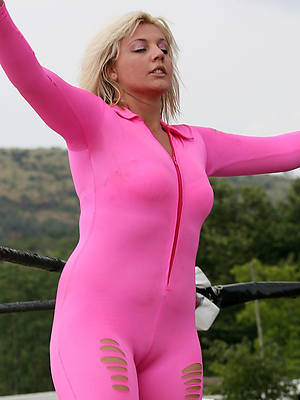 mature cameltoe stripped