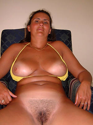 unshaved mature pussy posing in the altogether
