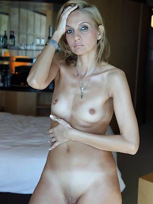 beautiful naked mature women erotic pics