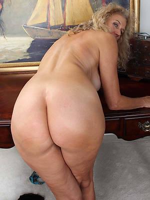 big butt mature stripped