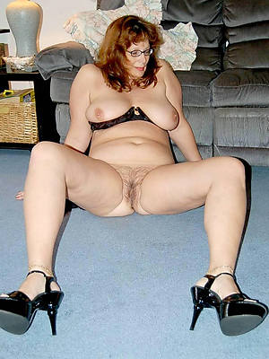 bungler mature women in contemptuous heels posing nude