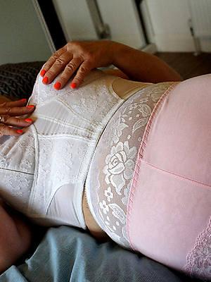 hot matures in lingerie porn galleries
