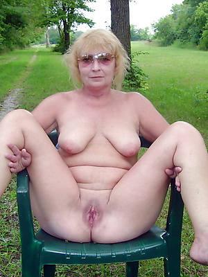 free xxx full-grown nude outdoors photo