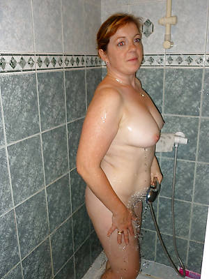 amateur nice tits mature in shower