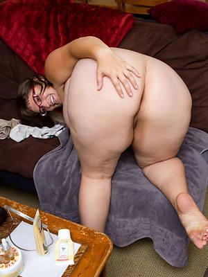 hot bare-ass mature butt pics