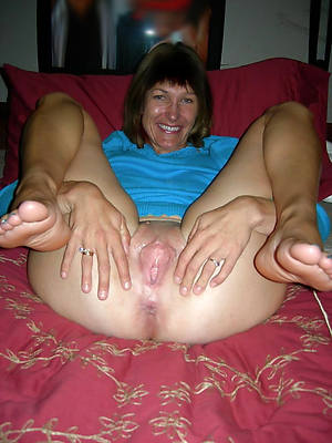 mature feet pussy having sex