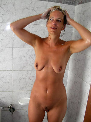 hotties mature woman helter-skelter shower nude pics