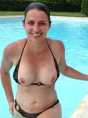 actuality mature amateur bikini pics