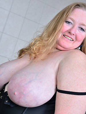 mature saggy knockers porno pictures
