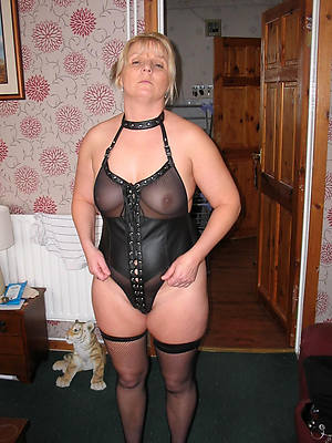 free amature grown up babes in lingerie porn photo
