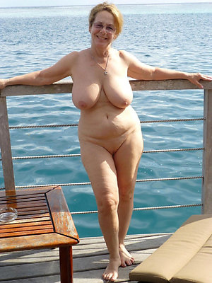 beautiful superannuated lady nude pictures