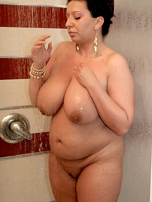 superb unorthodox nude women pics